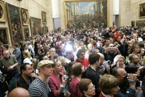 the louvre mona lisa supporters